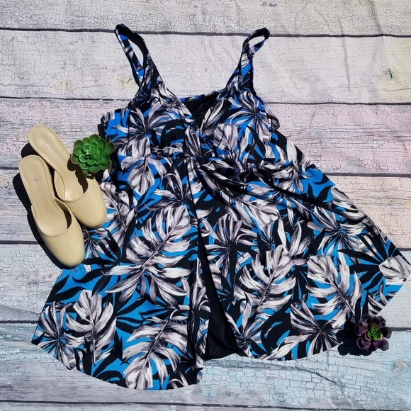 Ladies one piece swimsuit in color black//white or blue//black choose your size
